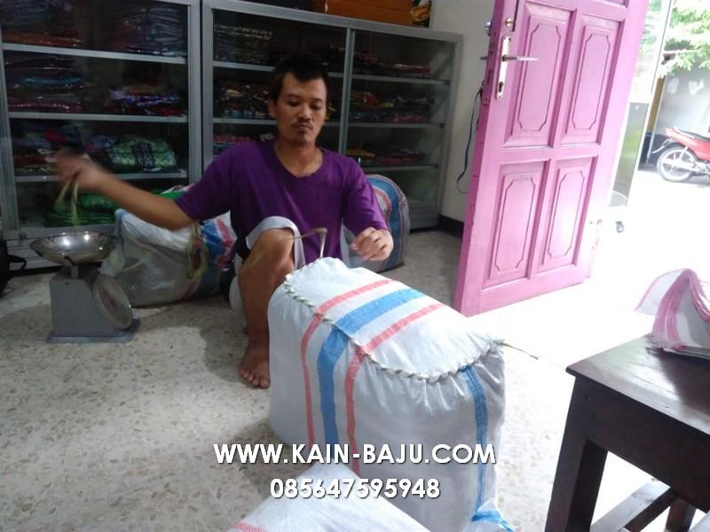 http://www.kayamarakreasi.com/wp-content/uploads/2021/08/BLOG001-KAOSOLAHRAGA-SULAM.jpg
